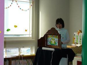 小児科外来・病棟での読み聞かせ、紙芝居